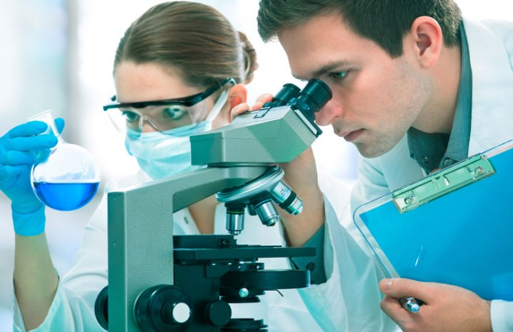 scientists-researching-cancer-treatments