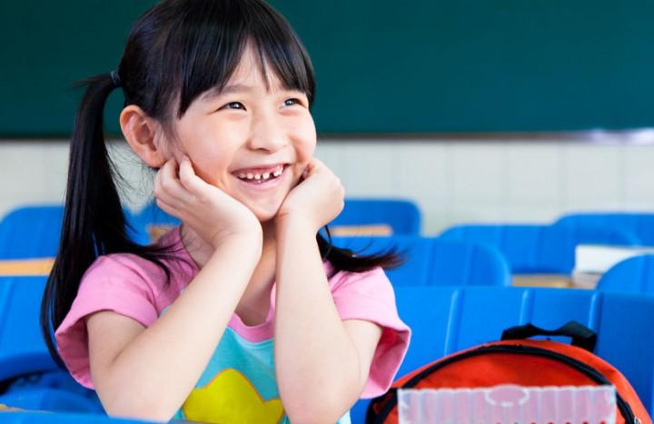 cute-little-girl-in-classroom