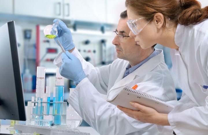 scientists-working-on-cancer-research