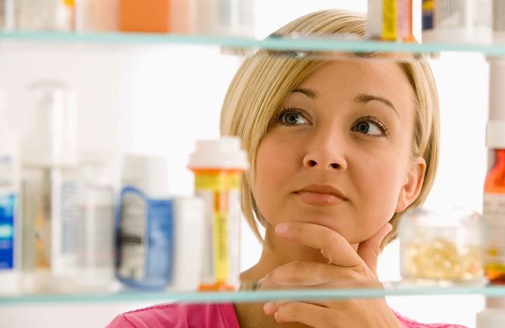 woman-deciding-about-medicine