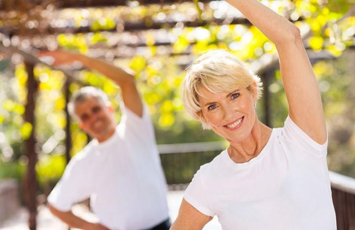 senior-woman-and-man-exercising